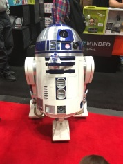 It's not a con without R2D2.
