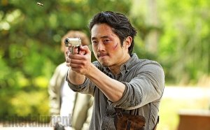 the-walking-dead-season-6-pictures-glenn-looks-ferocious