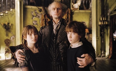 (Center) Count Olaf (JIM CARREY) is a mysterious Uncle who suddenly shows up to care for his niece Violet Baudelaire (Emily Browning) and his nephew, Klaus Baudelaire (Liam Aiken) in DreamWorks Pictures' LEMONY SNICKET'S A SERIES OF UNFORTUNATE EVENTS.